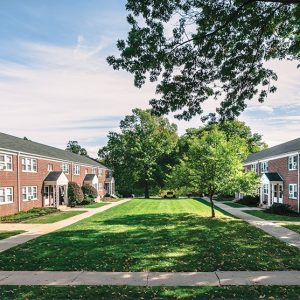 Brooksyde Apartments For Rent in West Hartford, CT Courtyard